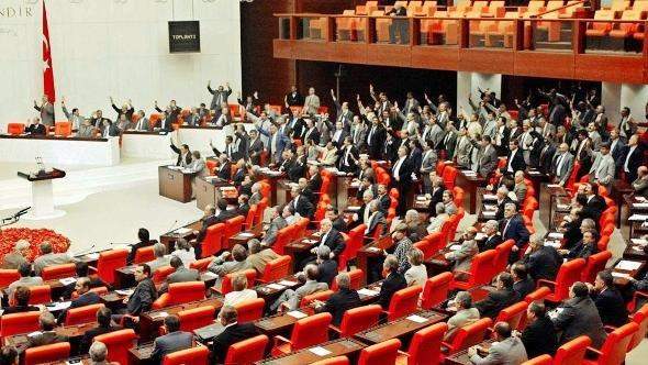 Turkey's parliament on 9 August 2002 (photo: picture-alliance/dpa)