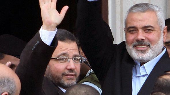 Hisham Kandil (l.) und Ismail Hanijeh; Foto: Reuters