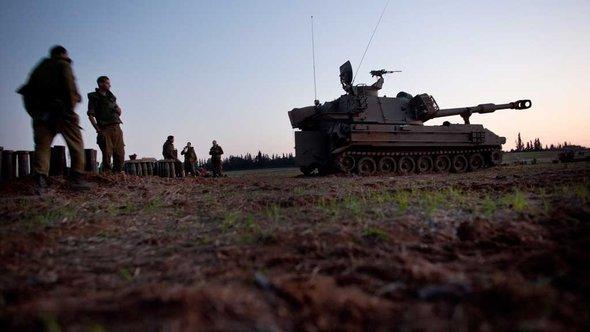 Israelische Panzer am Übergang zum Gaza-Streifen; Foto: Getty Images