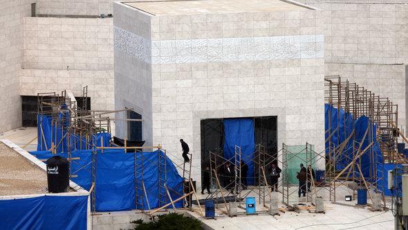Vorbereitungen zur Exhumierung von Arafats Leichnam, Mausoleum in Ramallah am 13. November 2012; Foto: Reuters/Stringer