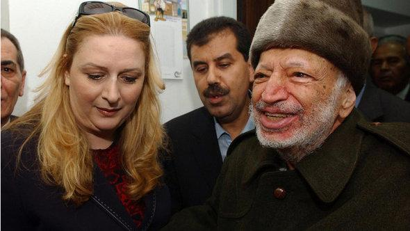Jassir Arafat und seine Frau Suha, 2004 in Ramallah; Foto: EPA/Hussein Hussein