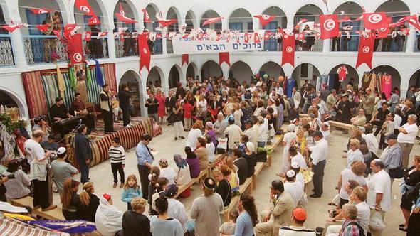 Jüdische Pilger in der Ghriba-Synagoge in Djerba; Foto: picture-alliance/dpa
