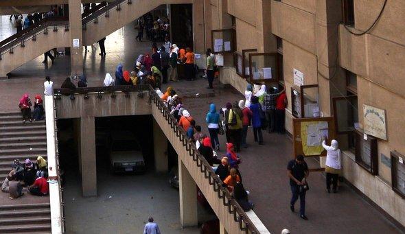 Studenten am Campus der Ain Shams; Foto: Fabian Schmidmeier
