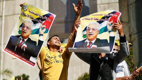 أنصار للرئيس الفلسطيني محمود عباس في غزة. رويترز
