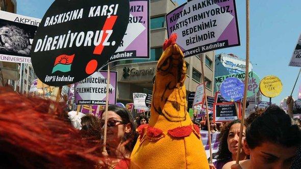 Demonstration gegen eine Verschärfung des Abtreibungsrechtes; Foto: AP/dapd