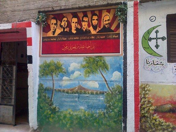 Dieses Wandgemälde in Mahalla zeigt mehrere Märtyrer der Revolution; Foto: Markus Symank