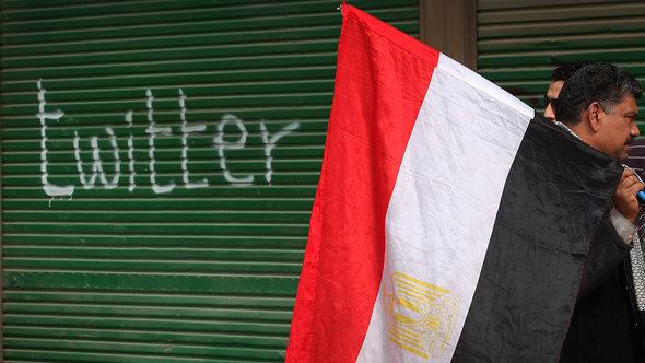 Aufschrift Twitter an einem Laden nahe dem Tahrir-Platz in Kairo im Februar 2011; Foto: Peter Macdiarmid/Getty Images