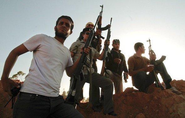 Libysche Rebellen im umkämpften Misrata; Foto: AP