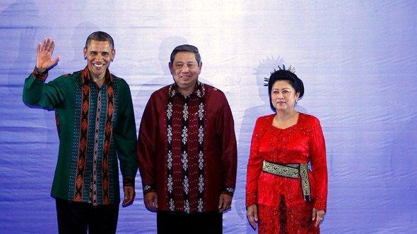 US-Präsident Barack Obama und Indonesiens Präsident Susilo Bambang Yudhoyono mit seiner Frau Kristiani auf Bali; Foto: dapd