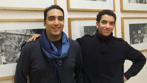 Die Menschenrechtsanwälte Amenallah Derouiche (links) aus Tunesien und Mohamed Abdelaziz (rechts) aus Ägypten beim Besuch des Stasi-Museums in Berlin; Foto: Christoph Dreyer