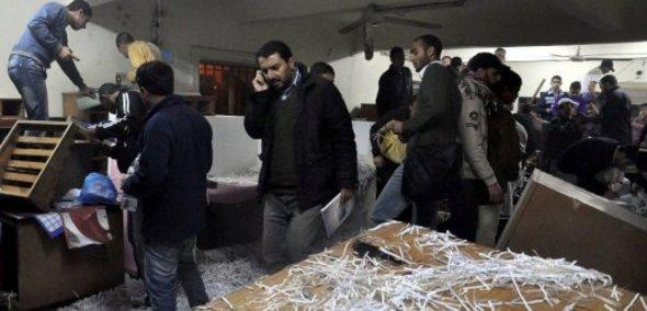 Gestürmtes Büro der Staatssicherheit in Alexandria; Foto: dpa