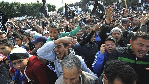 Machtdemonstration tunesischer Salafisten in Sidi Bouzid: Protestveranstaltung gegen Präsident Moncef Marzouki; Foto: Getty Images