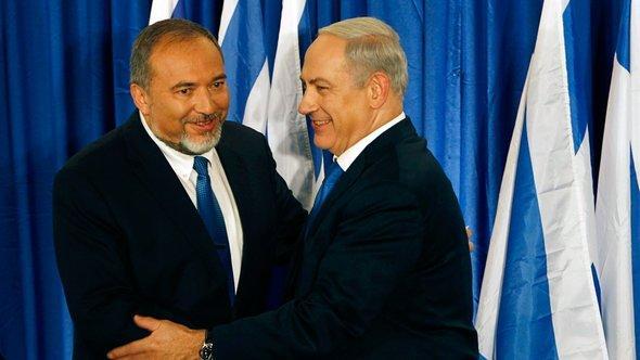 Avigdor Lieberman (l.) und Benjamin Netanjahu; Foto: Reuters