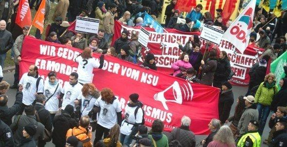 Citizens demonstrate in an anti-racism protest in Berlin on 4 November 2012 (photo: dpa)