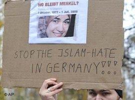 Proteste von Muslimen am 11. November 2009 gegen Islamfeindlichkeit und Rassismus nach dem Mord an Marwa El-Sherbini; Foto: AP