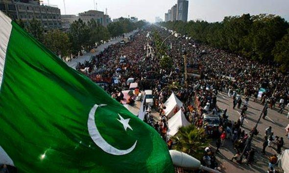 Anhänger ul-Qadris demonstrieren in Islamabad; Foto: AP