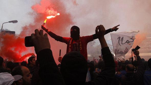 Anhänger des Fußballclubs Al-Ahly nach Verkündung des Gerichtsurteils in Kairo; Foto: Mohammed Abed/AFP/Getty Images