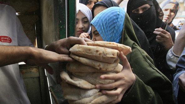 Steigende Lebensmittelpreise im Zuge der ägyptischen Wirtschaftskrise; Foto: Khaled Desouki/Getty Images