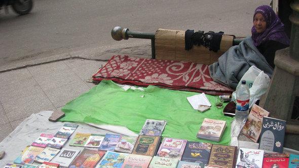 Buchstand auf der Buchmesse in Kairo; Foto: DW/N. Eltoukhy
