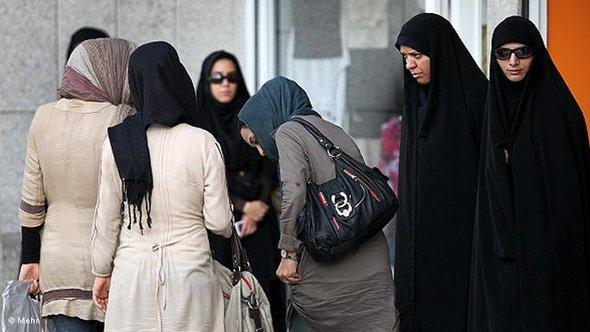 Kontrolle der Sittenpolizei in den Straßen Teherans; Foto: © MEHR