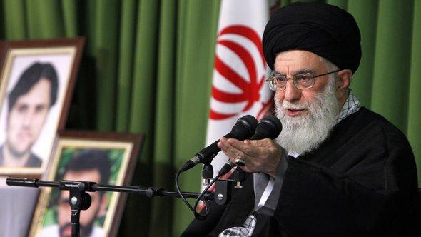 Ayathollah Ali Khamenei; Foto: picture alliance/abaca