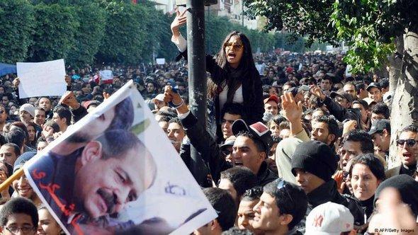 Proteste nach dem Anschlag auf Belaid in Tunis; Foto: dpa