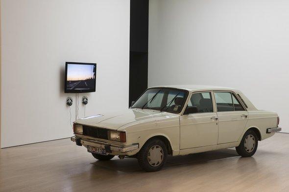 Anahita Razmi, The Paykan Project, 2010/11, Auto, 38 Schriftdokumente, 11-stündiger Videoloop; Foto: © Anahita Razmi
