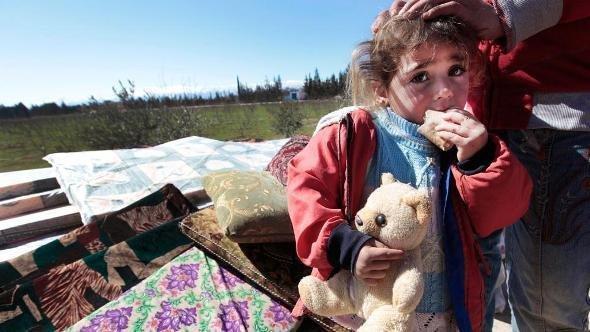 Ein syrisches Flüchtlingmädchen in dem ost-libanesischen Grenzdorf Qaa; Foto: Hussein Malla/AP/dapd