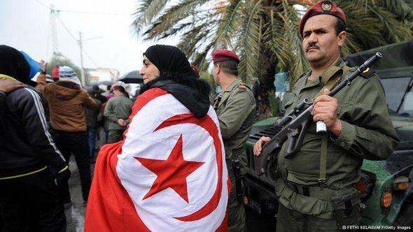 Bewaffnete Polizeieinheiten während der Trauerfeier für den ermordeten Chokri Belaid; Foto. Reuters