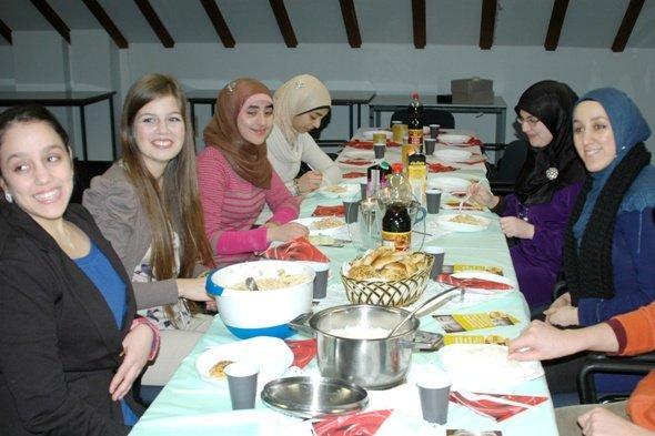 'Speisen für Waisen' in Bonn; Foto: Laura Overmeyer