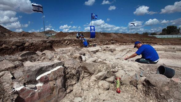 Ausgrabung einer jüdischen Synagoge aus der zweiten Tempelperiode (50 v. Chr. bis 100 n. Chr.) in Migdal am See Genezareth; Foto: David Silverman/Getty Images