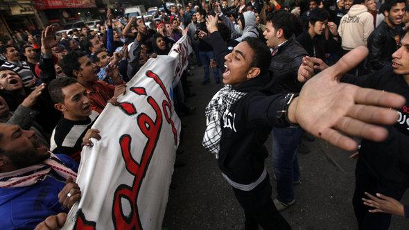 Protesters take part in a march during the second anniversary of the resignation of veteran President Hosni Mubarak, at Tahrir Square in Cairo, February 11, 2013 (photo: Reuters/Amr Abdallah Dalsh)