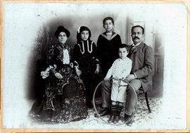 Jurji Zaidan im Kreise seiner Familie; Foto: Zaidanfoundation.org Foto: