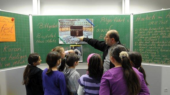 An Islamic religion class at a primary school in Ludwigshafen-Pfingstweide (photo: dpa)