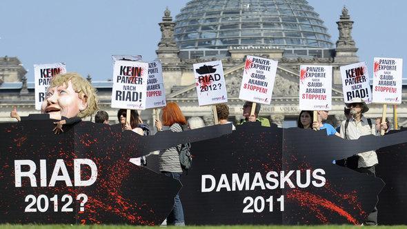 Demonstration gegen deutsche Waffenexporte an Saudi-Arabien in Berlin; Foto: dapd