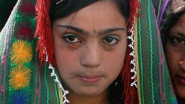 Eine zwölfjährige Braut während einer Hochzeitsfeier in Herat; Foto: dpa