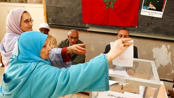 Frauen wählen in Rabat/Marokko, Nov. 2011, Foto: Abdeljalil Bounhar/AP/dapd