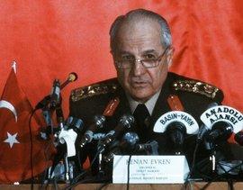 Der türkische General Kenan Evren spricht bei einer Pressekonferenz am 16.09.1980 in Ankara; Foto: picture-alliance
