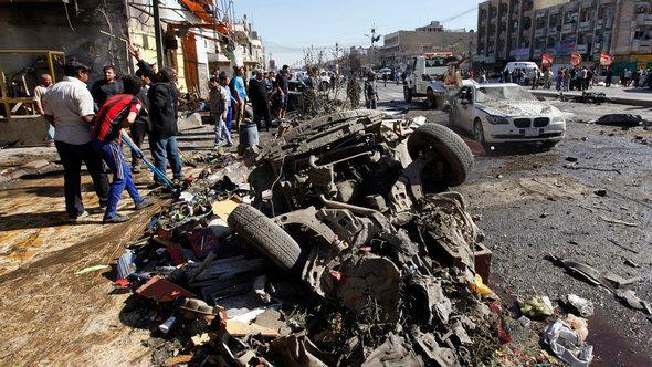 zerstörter Wagen nach der Detonation einer Autobombe in Bagdad, Foto: Reuters/Mohammed Ameen