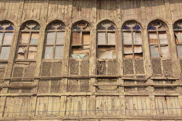 Blick auf eine Häuserfront in Basra; Foto: Jan Kuhlmann