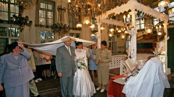 Wedding in the Karaite synagogue Hasköy in Istanbul (photo: Izzet Keribar/DW)