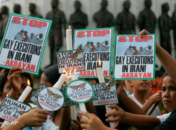 People in Manila protest against the execution of homosexuals in Iran in 2005 (photo: AP)