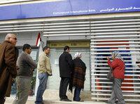 Egyptians line up in front of an ATM in Cairo (photo: Hossam Ali/AP/dapd)