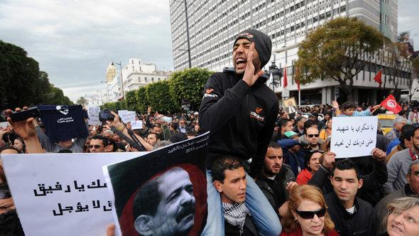 Demonstration gegen Ennahda in Tunis nach der Ermordung des Oppositionspolitikers Belaid; Foto: Fethi Belaid/AFP/Getty Images