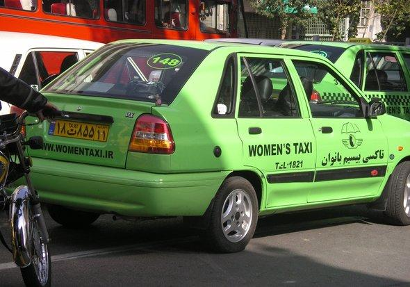 Frauentaxi in Teheran; Foto: Arian Fariborz