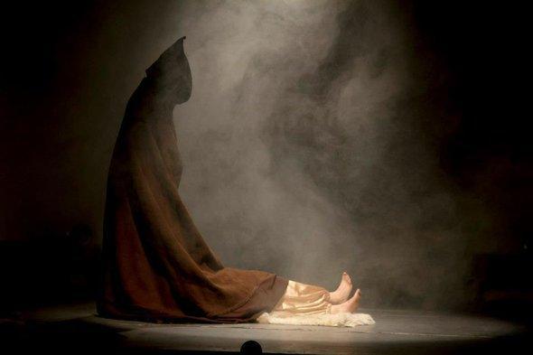 """مشهد من مسرحية """"صابرة"""".  مريم بوسالمي"""
