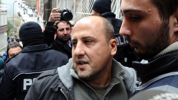 Der Journalist Ahmet Şık nach seiner Freilassung in Istanbul; Foto: dpa