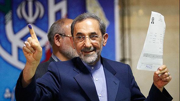 Der ehemalige iranische Außenminister und Präsidentschaftskandidat Ali Akbar Velayati bei der Registrierung zur Wahl; Foto: MEHR