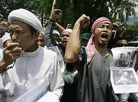 Anhänger der FPI in Jakarta; Foto: AP