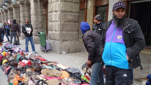 Straßenhändler in Tunis; Foto: DW/Mahjoub Ghanim